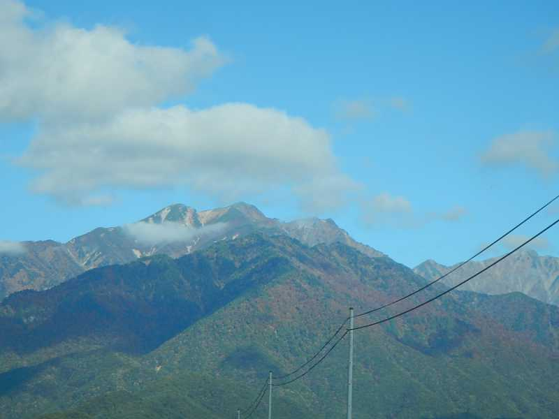 山の中腹迄紅葉が進んでいます。